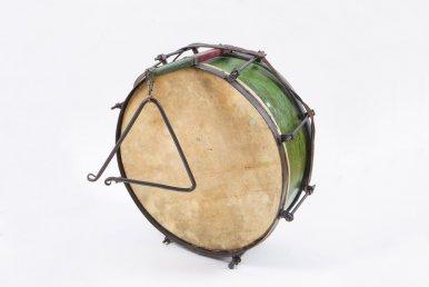 Instrument perkusyjny z trójkątem
